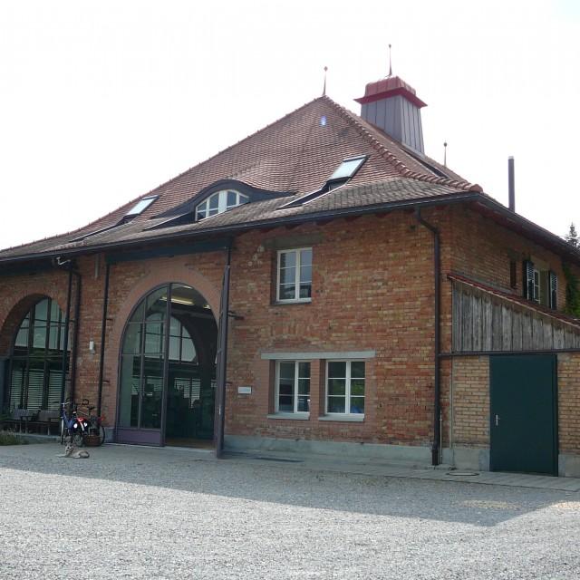 Westfassade Eingang Gewerbe EG